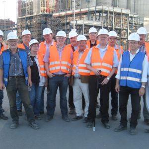 (Edmund Goldstein Edmund Goldstein, AfA-Unterbezirksvorsitzender (vorne 3. v. rechts) u. Bauleiter Zubrowski (vorne 2. v. rechts)